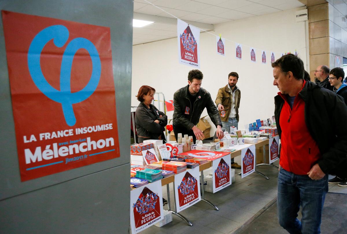 """Γαλλία εκλογές: Τι σημαίνει το ελληνικό """"Φ"""" που είχε ο Μελανσόν"""