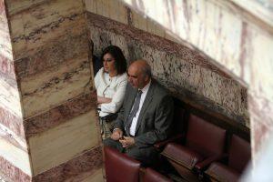 Ασφαλιστικό – Βουλή: Με το κομπολόι του ο Βαγέλης Μεϊμαράκης! (ΦΩΤΟ)