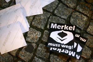 Επίθεση στο Βερολίνο: «Η Μέρκελ πρέπει να φύγει» – Την χτυπάνε αλύπητα