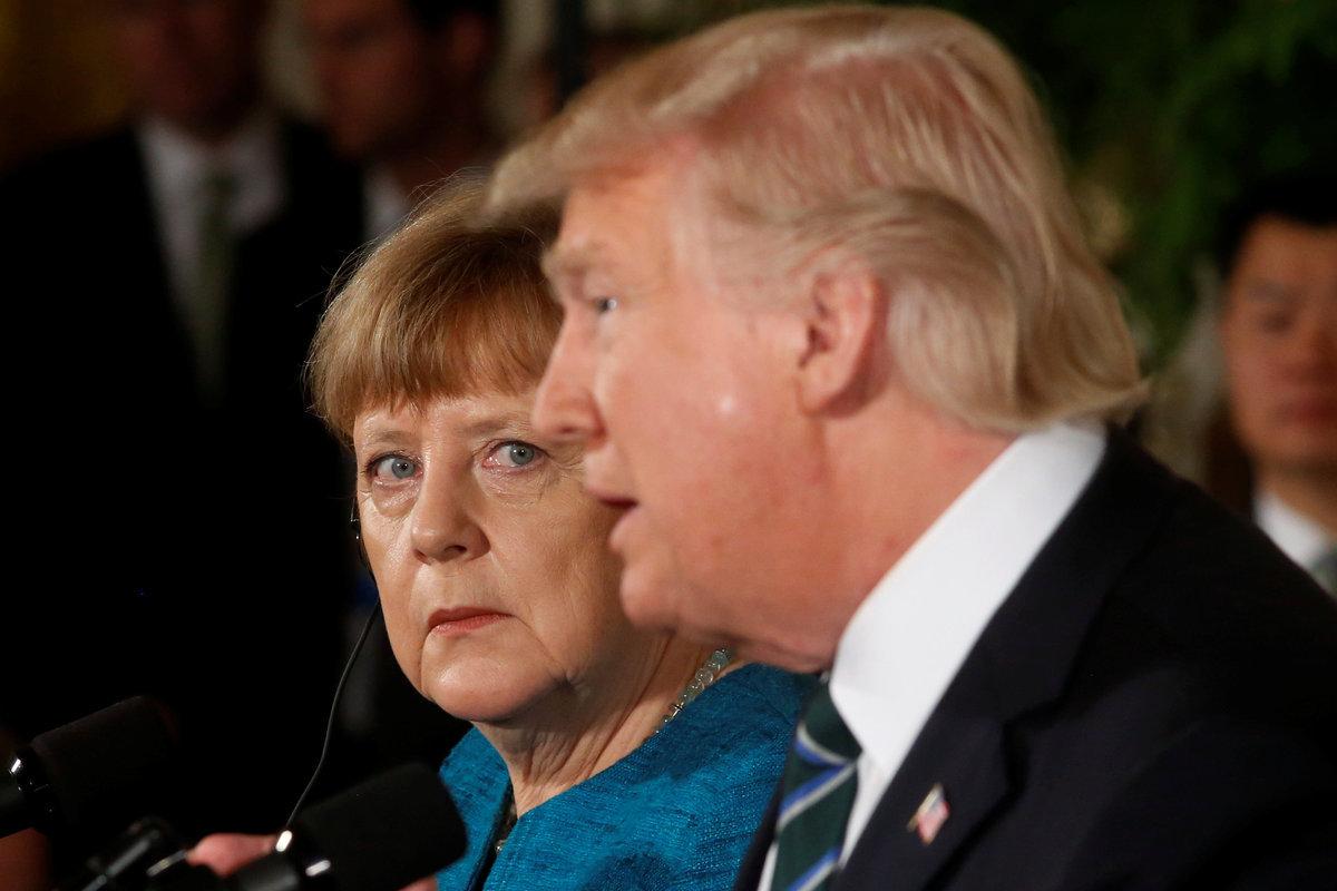 Μια φωτογραφία χίλιες λέξεις! Ο... τρόμος στο βλέμμα της Μέρκελ / Φωτογραφία: Reuters