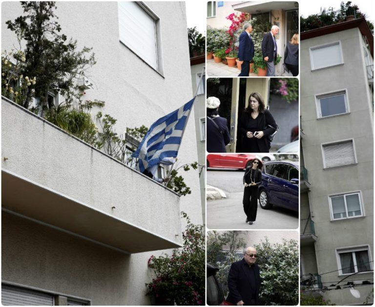 """Κωνσταντίνος Μητσοτάκης: """"Αντίο Πρόεδρε"""" στο ιστορικό σπίτι της Αραβαντινού [vids, pics]"""