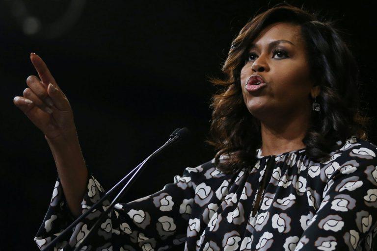 """Σάλος για το σχόλιο κατά της Μισέλ Ομπάμα: """"Πίθηκος με ψηλοτάκουνα"""""""