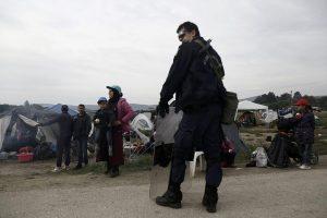 Ειδομένη: Προσπαθούν να πείσουν τους πρόσφυγες να ανοίξουν την σιδηροδρομική γραμμή – Προθεσμία έως το βράδυ