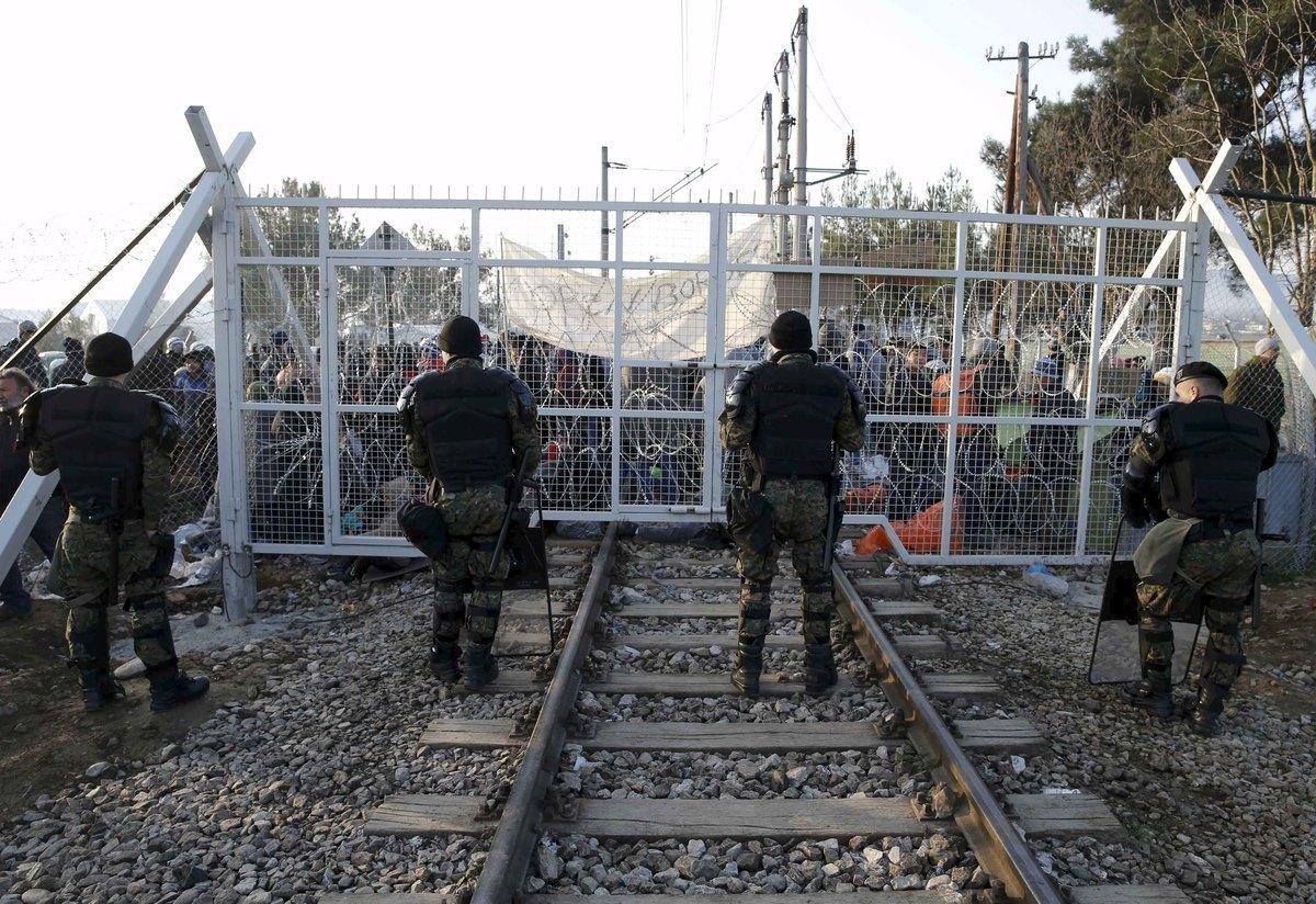 Προσφυγικό – Μουζάλας: Δεν παραιτούμαι! Διάβημα της Ελλάδας κατά της Αυστρίας – Πλημμύρισαν από πρόσφυγες Πειραιάς και Ειδομένη!