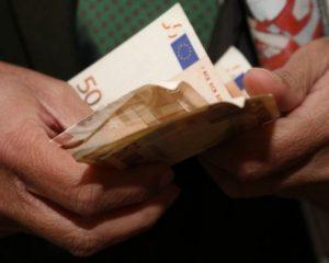 Στα 1.148 ευρώ ο μέσος όρος αποδοχών των μισθωτών στην Ελλάδα