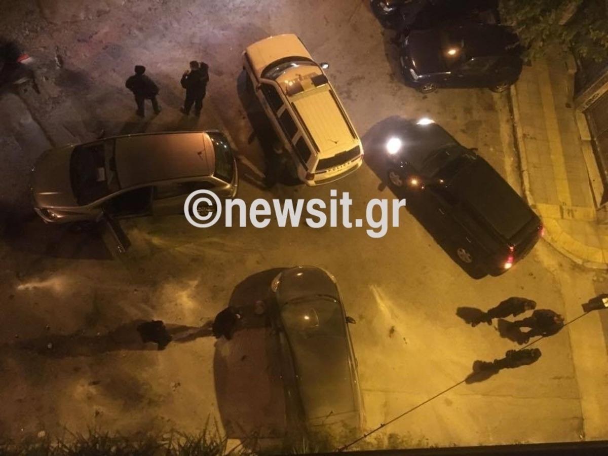 Μολότοφ σε αυτοκίνητα της αστυνομίας στα Εξάρχεια