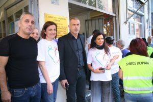 Διανομή τροφίμων σε 1.000 άπορες οικογένειες από τον Δήμο Πειραιά
