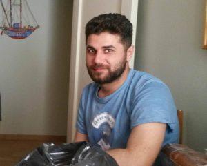 Από την Ειδομένη… στο σπίτι φιλόξενου Θεσσαλονικιού – Του μαγειρεύει για να τον ευχαριστήσει – ΦΩΤΟ
