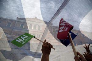 """Δημοψήφισμα: Δημοσκόπηση δίνει 43% στο """"Ναι"""" και 39% στο """"Όχι"""""""
