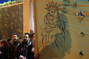 Η νεολαία του Σύριζα διαδήλωσε ενάντια στο διάταγμα Τραμπ [pics]