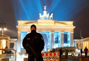 Πρωτοχρονιά 2017: Στρατοκρατούμενες πρωτεύουσες! Χιλιάδες πάνοπλοι αστυνομικοί στους δρόμους [pics]