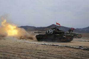 Επίδειξη δύναμης από τον Κιμ! Γιορτάζει με… πραγματικά πυρά η Βόρεια Κορέα