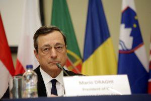 Ντράγκι: Θα χαλαρώσει την πολιτική της η ΕΚΤ, αν δεν αυξηθεί ο πληθωρισμός