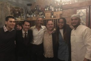 Ένα βράδυ με τον Μπαράκ Ομπάμα! Αποθέωση… παντού [pics, vids]
