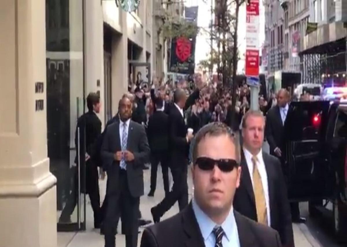 Νοσταλγούν τον Ομπάμα! Αποθεώθηκε σε δρόμο της Νέας Υόρκης [vid]