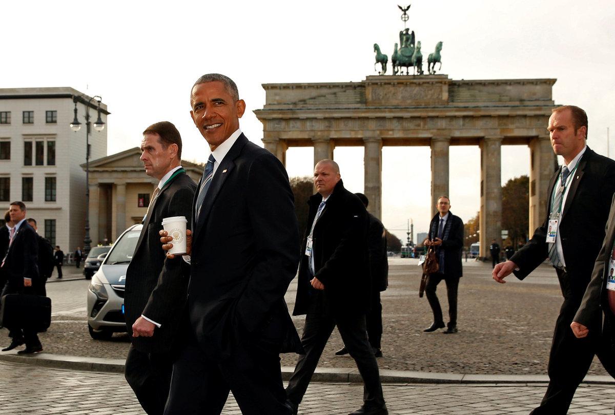 Ομπάμα: Με καφέ στην Πύλη του Βρανδεμβούργου [pics]