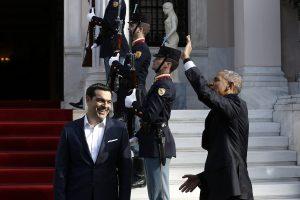 Ομπάμα: Βγήκαν στα μπαλκόνια να τον χαιρετίσουν [pics]