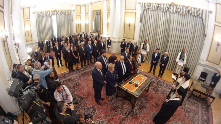 Νέα κυβέρνηση LIVE – Ορκίστηκαν! Το μαύρα ρούχα της Γεροβασίλη – Τα αστεία του Καμμένου και ο σοβαρός Τσίπρας