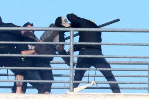 """Βίντεο ντοκουμέντο: Η στιγμή της δολοφονικής επίθεσης με μαχαίρι στο """"Πανθεσσαλικό"""""""