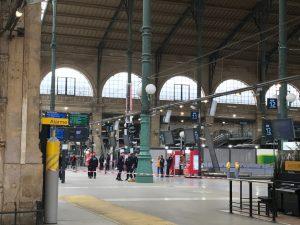 Νέος συναγερμός στο Παρίσι! Άνδρας οπλισμένος με μαχαίρι στον Gare du Nord [pics, vid]