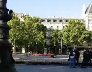 Εκκενώθηκε η Place de la République στο Παρίσι! Φόβοι για παγιδευμένο αυτοκίνητο