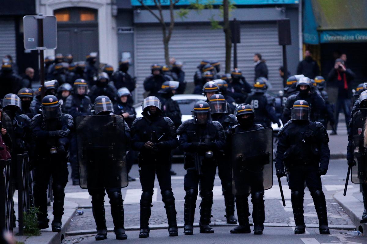 Δακρυγόνα και επεισόδια στο Παρίσι μετά τη νίκη Μακρόν [pics, vids]