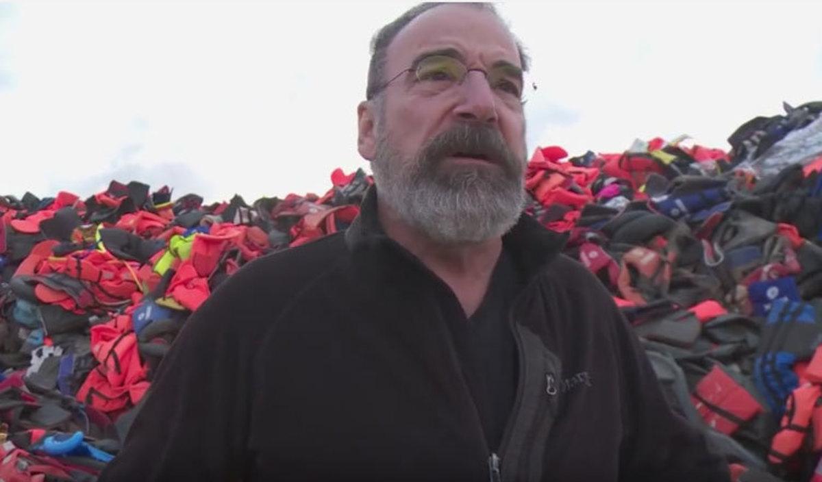 Πρωταγωνιστής του Homeland σώζει πρόσφυγες στη Λέσβο (VIDEO)