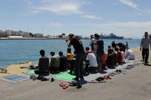 Πρόσφυγες: Πέρασε το Πάσχα και μένουν πάνω από 2.000 στον Πειραιά