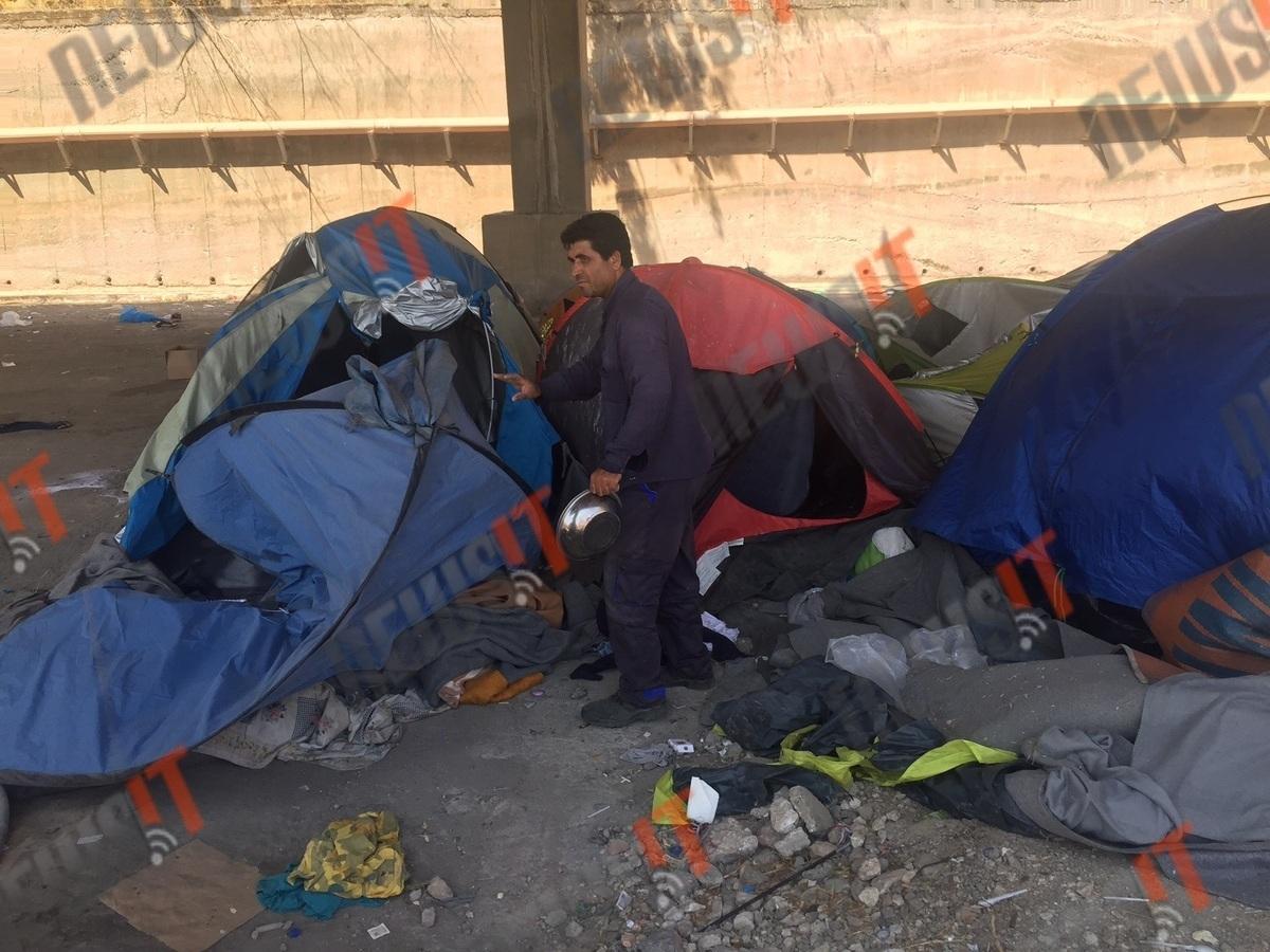 Παταγώδης η αποτυχία της συντεταγμένης απομάκρυνσης των προσφύγων από τον Πειραιά – Ελάχιστοι μπήκαν στα λεωφορεία (ΦΩΤΟ & ΒΙΝΤΕΟ)