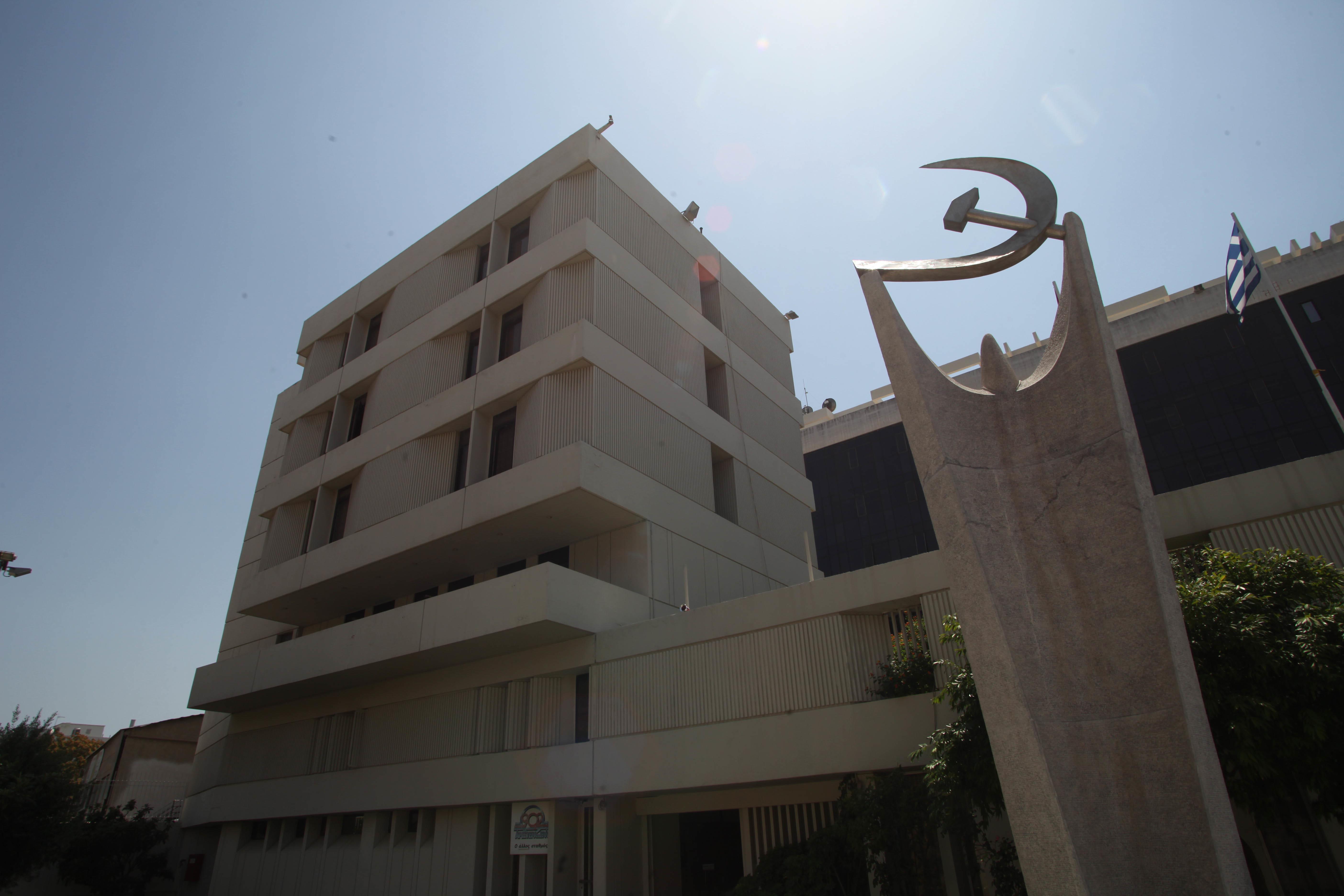 ΚΚΕ: Όλα έτοιμα για το 21ο Συνέδριο – Η ιστορία του «εμβληματικού» κτιρίου του Περισσού και τα έργα τέχνης που προκαλούν αίσθηση