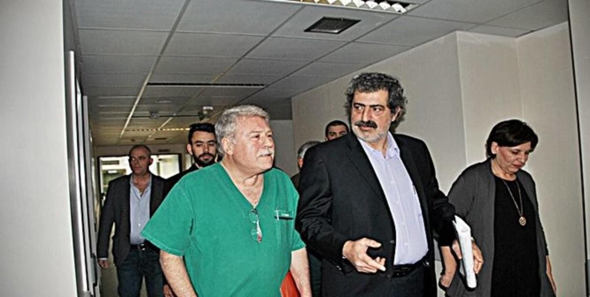 Ο Παύλος Πολάκης ανοίγει τα χειρουργεία στο Νοσοκομείο Ζακύνθου