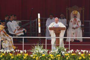 7.000 πιστοί στη λειτουργία του πάπα Φραγκίσκου σε στάδιο του Καΐρου [pics, vid]