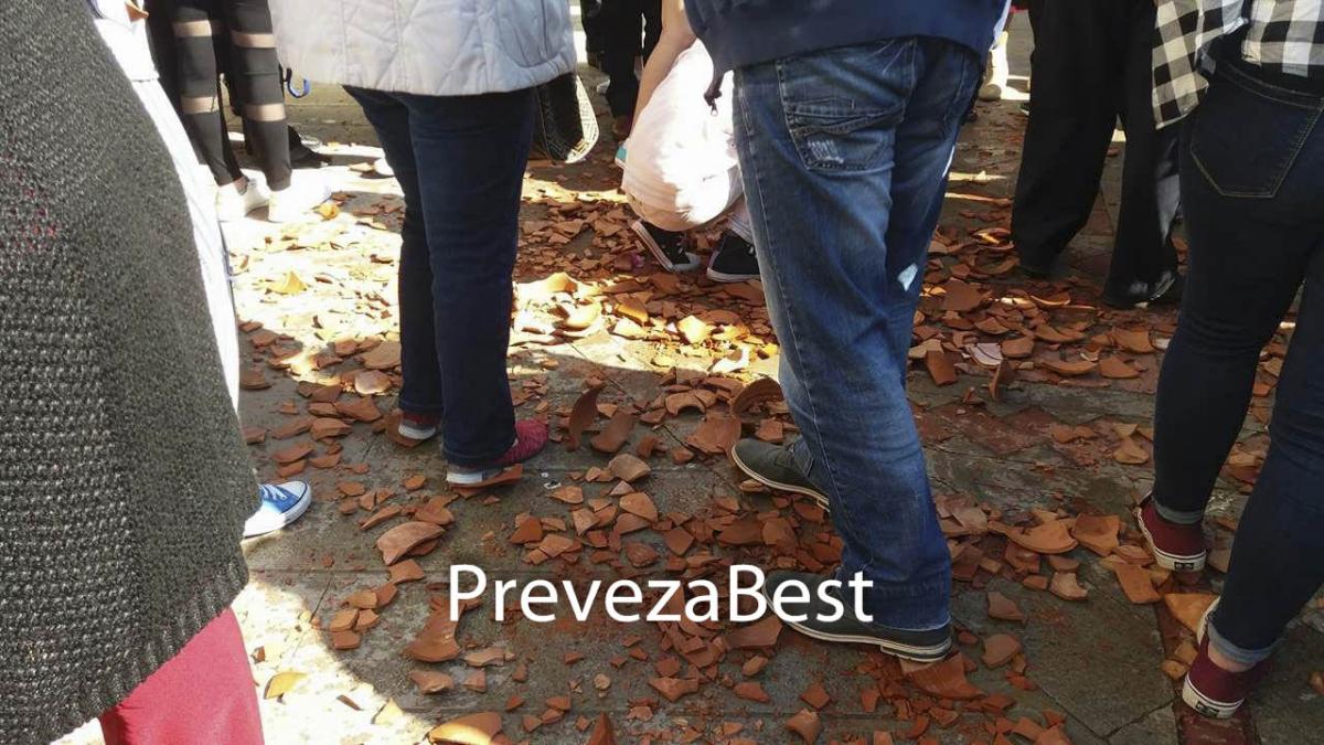 Πρώτη Ανάσταση στην Πρέβεζα! Έσπασαν δεκάδες στάμνες! [pic, vid]