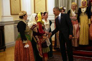 Επίσκεψη Ομπάμα: Ενθουσιασμένος από το Λύκειο Ελληνίδων και την παιδική χορωδία [pics]
