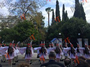Ομπάμα στην Αθήνα: Η υπέροχη προεδρική Φρουρά [pics, vid]