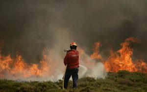 Συντριβή ελικοπτέρου που συμμετείχε στην κατάσβεση πυρκαγιών – Νεκρός ο πιλότος