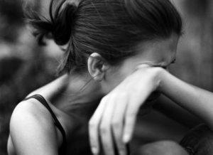 Μορφωμένη, νεα και παντρεμένη – Αυτό είναι το προφίλ της κακοποιημένης γυναίκας στην Ελλάδα!