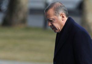 Δημοσκοπήσεις: Με τα… κυάλια φαίνεται η αυτοδυναμία στις τουρκικές εκλογές