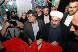 Ιράν: Επανεξελέγη πρόεδρος ο Χασάν Ροχανί