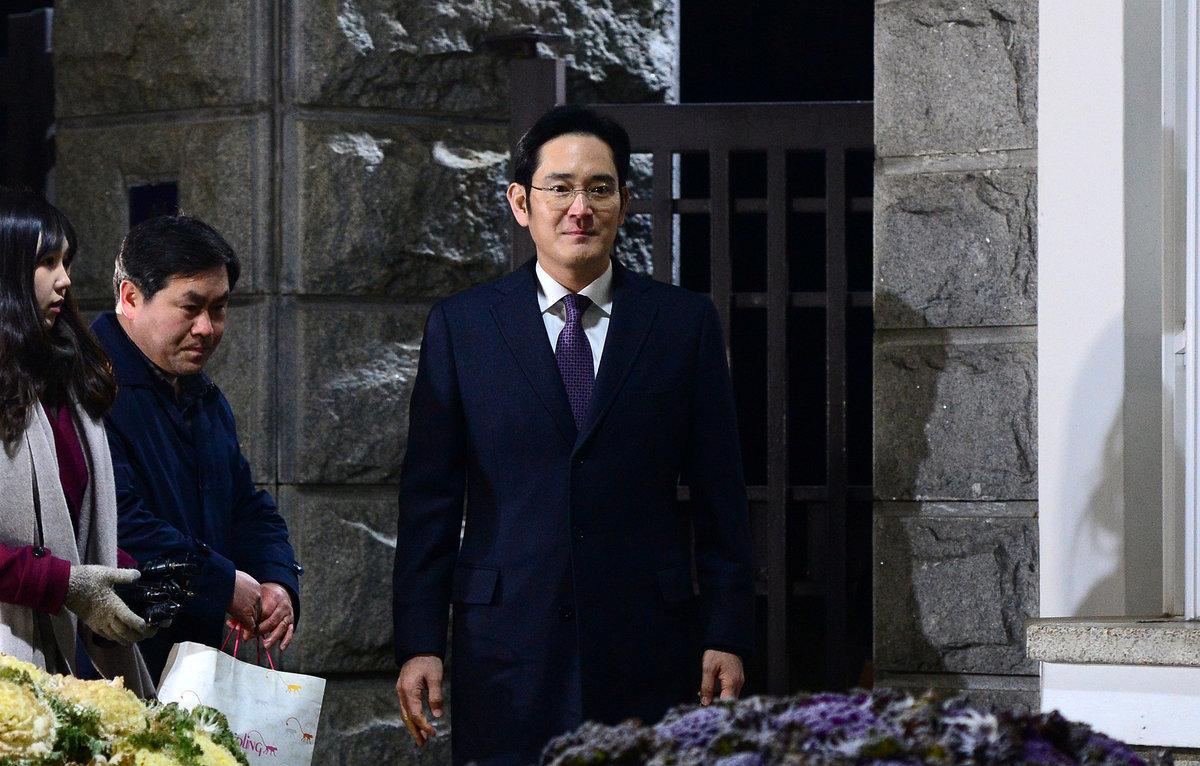Ελεύθερος κι… ωραίος ο πρόεδρος της Samsung [vid]