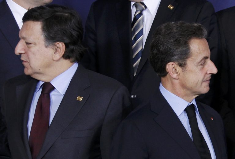 """Η Ευρώπη στο χείλος του γκρεμού – Ο Σαρκοζί δε μπορεί να """"νικήσει"""" τη Μέρκελ και ξεσπάει σε Κάμερον-Μπερλουσκόνι"""