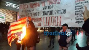 Πολυτεχνείο: Έκαψαν σημαίες της Αμερικής στη Θεσσαλονίκη [pic,vid]