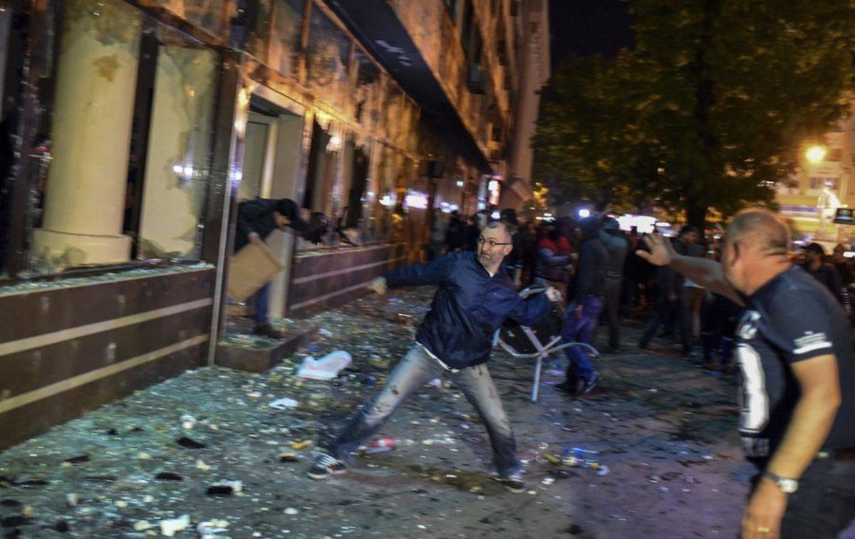 """Νύχτα άγριων επεισοδίων στα Σκόπια – """"Καλοκαιρινό"""" το γραφείο του Ιβάνοφ – ΦΩΤΟ, VIDEO"""