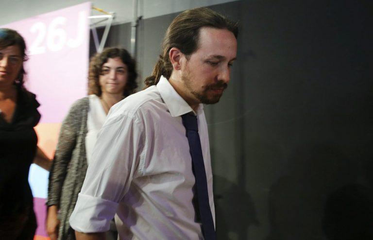 """Εκλογές Ισπανία: Ο """"σκασμένος"""" Πάμπλο Ιγκλέσιας και το παθιασμένο φιλί του Ραχόι – ΦΩΤΟ"""
