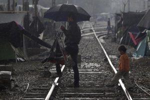 Ειδομένη: Άνοιξε η σιδηροδρομική γραμμή αλλά δεν διεξάγονται δρομολόγια – Νέα φυλλάδια στα χέρια προσφύγων!