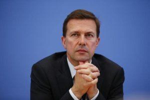 Ζάιμπερτ: Μην συνδέετε τις διαπραγματεύσεις με τη Σύνοδο της Ρώμης