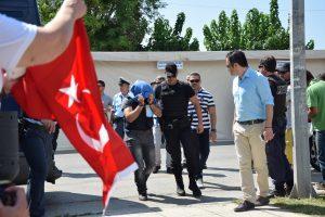 Σημαντικές εξελίξεις για τους 8 Τούρκους στην Αθήνα – Απέρριψαν την αίτηση ασύλου για έναν – Βαριές καταγγελίες της δικηγόρου