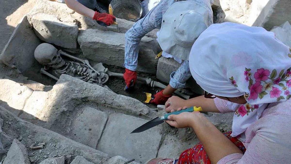 Σπουδαία ανακάλυψη! Βρέθηκαν 65 βυζαντινοί τάφοι στην αρχαία πόλη Στρατονίκεια