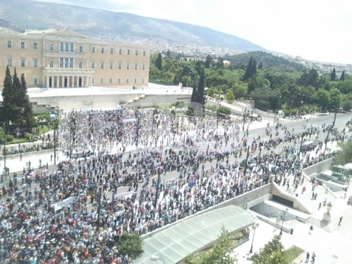Χιλιάδες κόσμου βγήκαν στους δρόμους και διαδήλωσαν για το ...