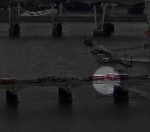 Λονδίνο – Video σοκ: Η ανατριχιαστική στιγμή της επίθεσης στη γέφυρα του Γουεστμίνστερ – Γυναίκα έπεσε στον Τάμεση